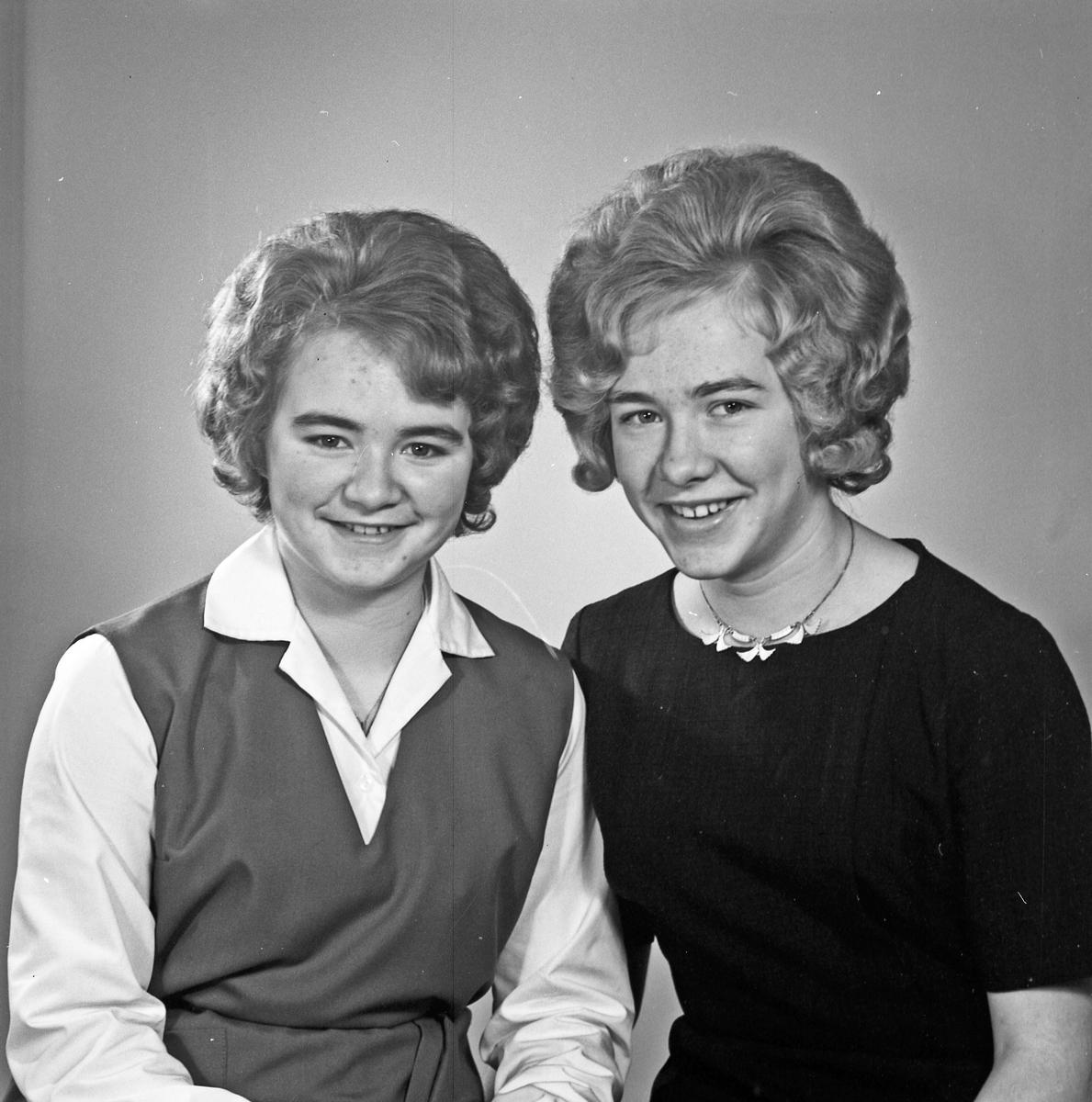 Portrett to unge kvinner - bestiller Berta og Aud Grinde