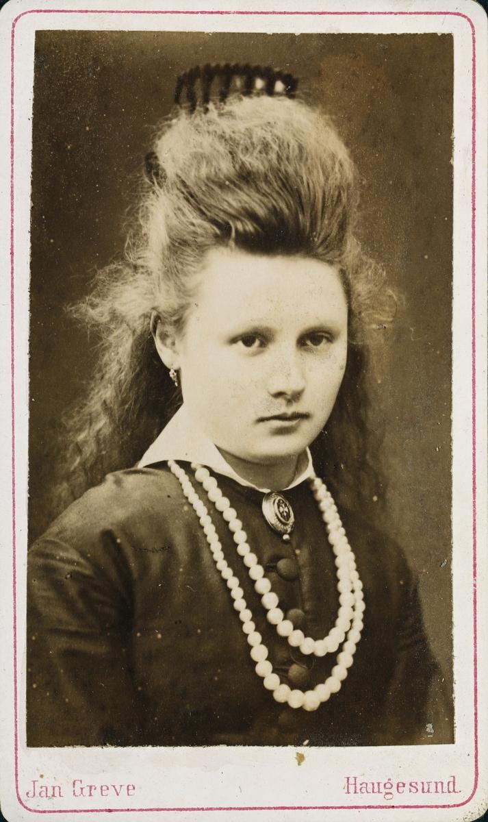 Portrett av Frk. Augusta Valentinsen.