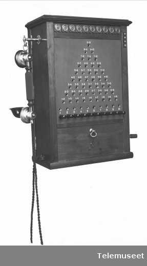 Telefonsentral, magneto pyramideveksler, 10 d.lj. for vegg. 18.12.13. Elektrisk Bureau.