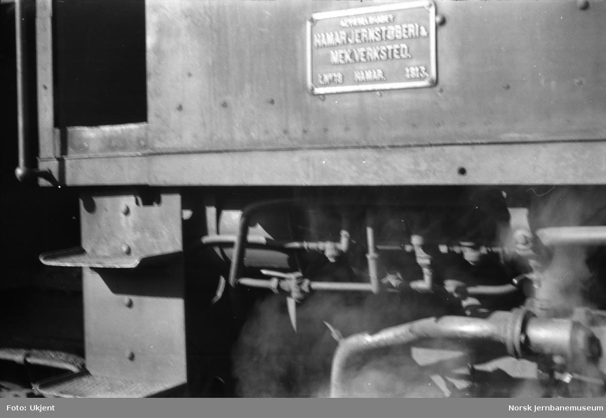 Damplokomotiv type 39a nr. 166 - fabrikkskilt