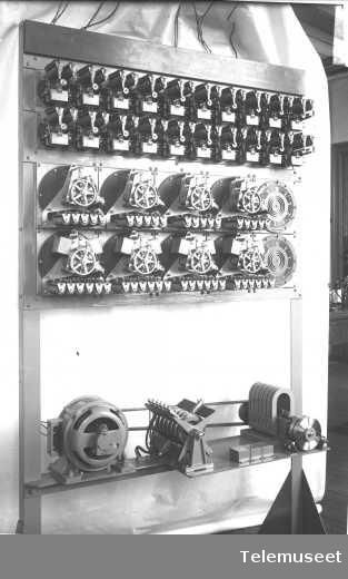 Telefonsentral, automatsentral, stativ med forvelger, linjevelger og gruppevelger. 27.4.14. Elektrisk Bureau.