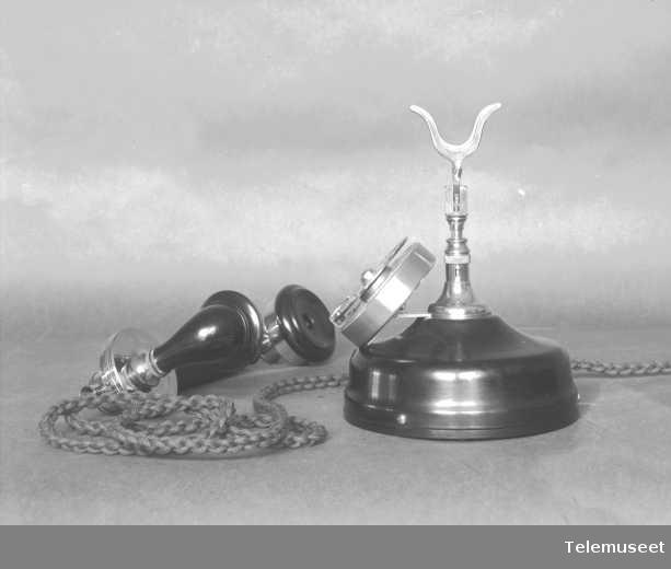 Telefonapparat, bordtelefon i stål, automat, mtlf.liggende. Elektrisk Bureau.
