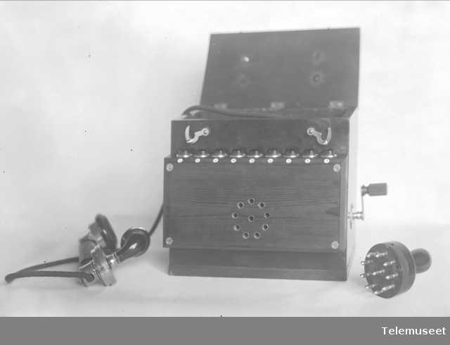 Telefon, feltapparat for skytebaner.  Elektrisk Bureau.