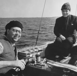 Gösta Åhlén till vänster och Tore Holm till höger i segelbåt