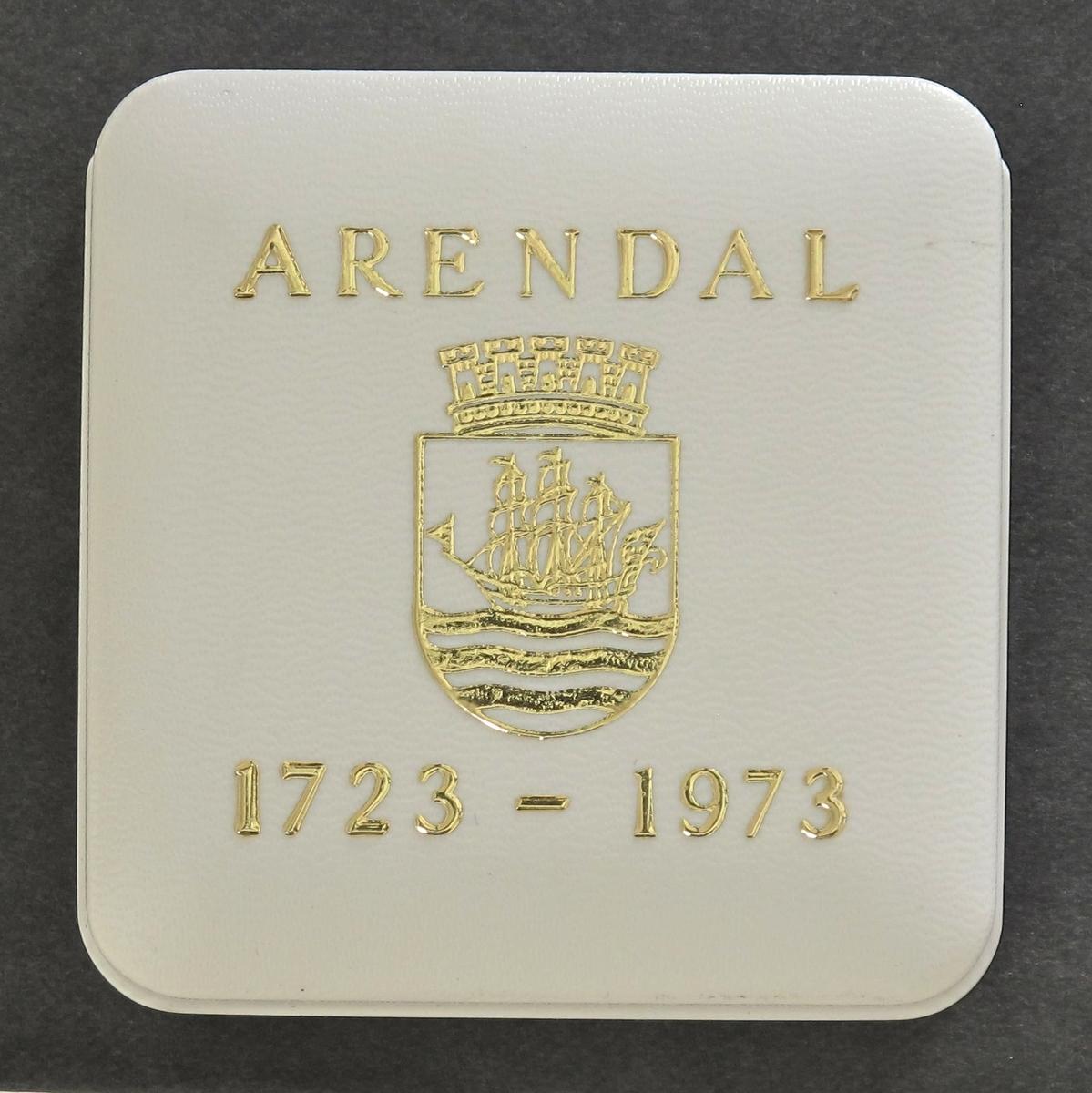 Advers: Arendals Byvåpen, tremastet skute,  Revers: Arendals rådhus