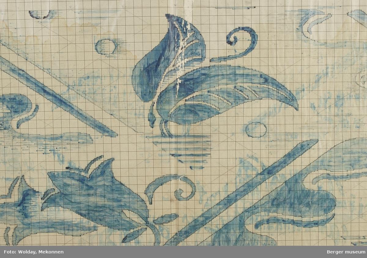 Blåklokker med bølger og vannlignende motiv. Streker og ringer.  Ullteppe Skisse på baksiden av patrontegningen