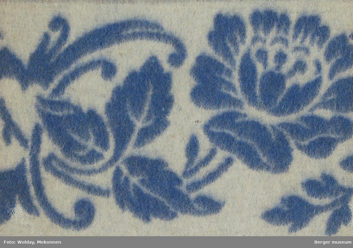 Ullteppe 1 prøve Blomster-mønster m/bord