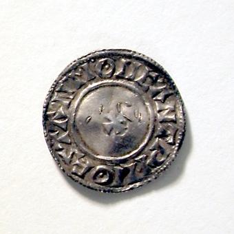 MYNTET SLAGET FÖR ETHELRED II 978-1016. LITET SMALT KORS )( BRÖSTBILD. FUNNET 1873 I VARNHEMS KLOSTERTRÄDGÅRD.