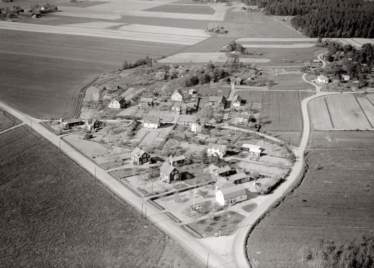 Bildtext: Gösslunda socken. Vy över Gösslunda 1955.