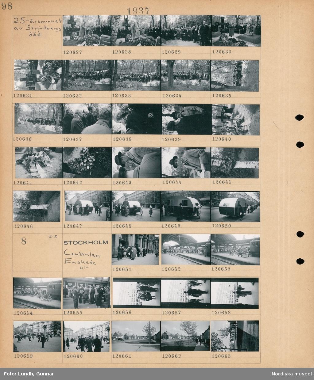 Motiv: 25-årsminnet av Strindbergs död; En folksamling står vid Strindbergs grav, en man håller ett tal, människor står vid en husvagn parkerad på en gata.  Motiv: Stockholm, Centralen, Enskede 61- ; Människor står på perrongen på en järnvägsstation, människor står på kö till en biljettlucka, stadsvy med fotgängare och bilar, stadsvy med gata och hus.