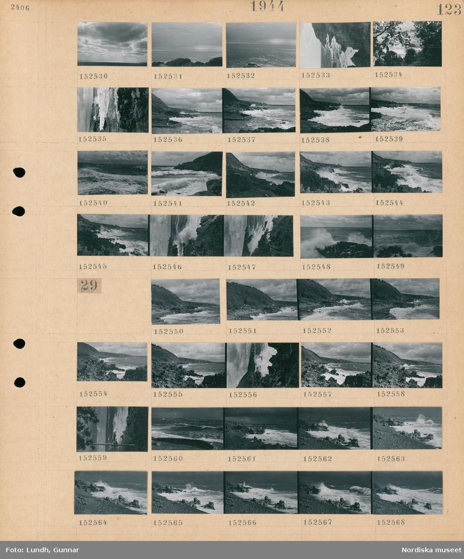 Motiv: (ingen anteckning) ; Landskapsvy med klippor och hav.  Motiv: (ingen anteckning) ; Landskapsvy med klippor och hav.