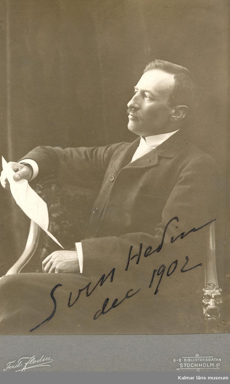 """Autograf på fotot: """"Sven Hedin 1902."""""""