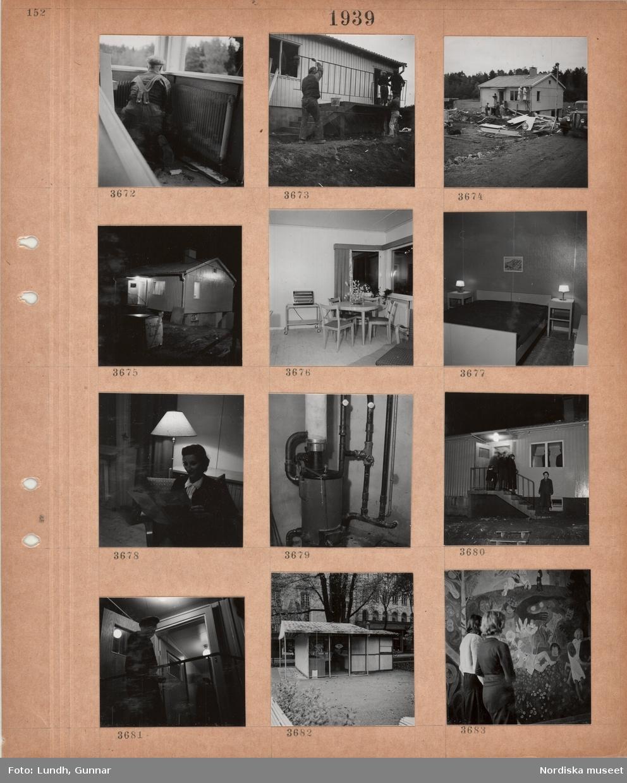 Motiv: Byggarbetsplats, färdigställande av småhus, yttertrappa, målning av ytterväggar, byggmaterial, arbetare, tjänstemän i rock och hatt, väg, hus i kvällsmörker med ytterbelysning tänd, interiörer, matbord, radio, sovrum, en kvinna sitter i en fåtölj och läser vid en golvlampa, värmepanna, personer på yttertrappa i kvällsmörker, tillbommad kiosk i park, två kvinnor betraktar en väggmålning med sagomotiv.