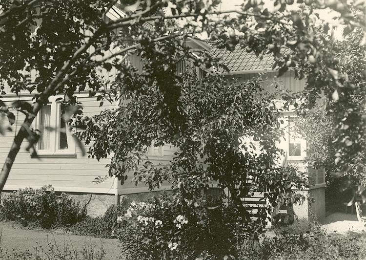 """Enligt Bengt Lundins noteringar: """"Hyddan Hålabergsvägen 7""""."""