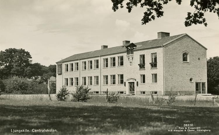 "Enligt Bengt Lundins noteringar: ""Ljungskile. Centralskolan stod klar 1950""."