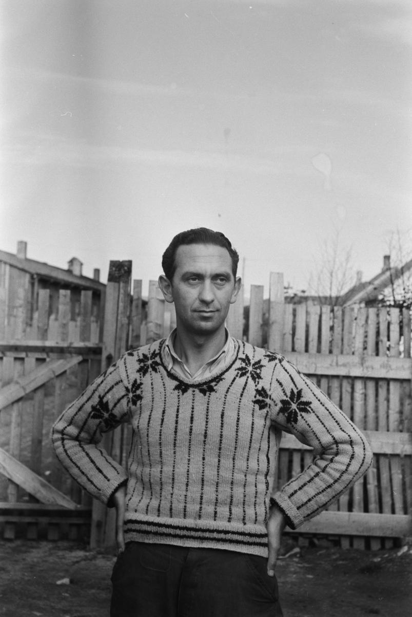Gestapist i fangenskap etter krigen. I bakgården på gestapohuset. Gestapo Sjefen Alois Gamuf . fikk livsvarig fengsel men slapp ut i 1952, og ble send til tyskland.og var da en fri mann