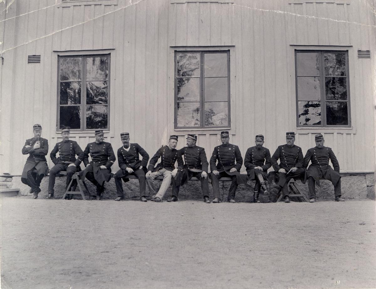 Grupporträtt av officerare vid Hälsinge regemente I 14, 1860.