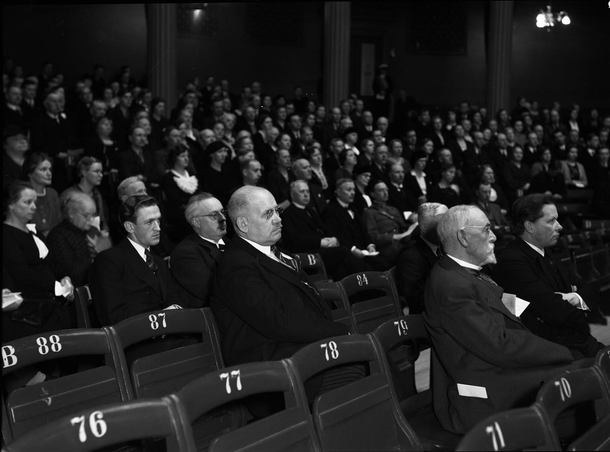 Professorerna Eugén Louis Backman, Richard Ekblom och Hultkrantz samt generaldirektör Axel Höjer på öppningen av Centralförbundet för nykterhetsundervisnings upplysningskurs i Universitetsaulan
