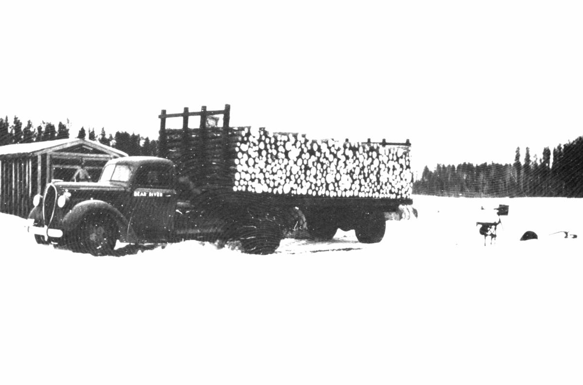 Lastebil med vedlass, bildet er fra Amerka 1940