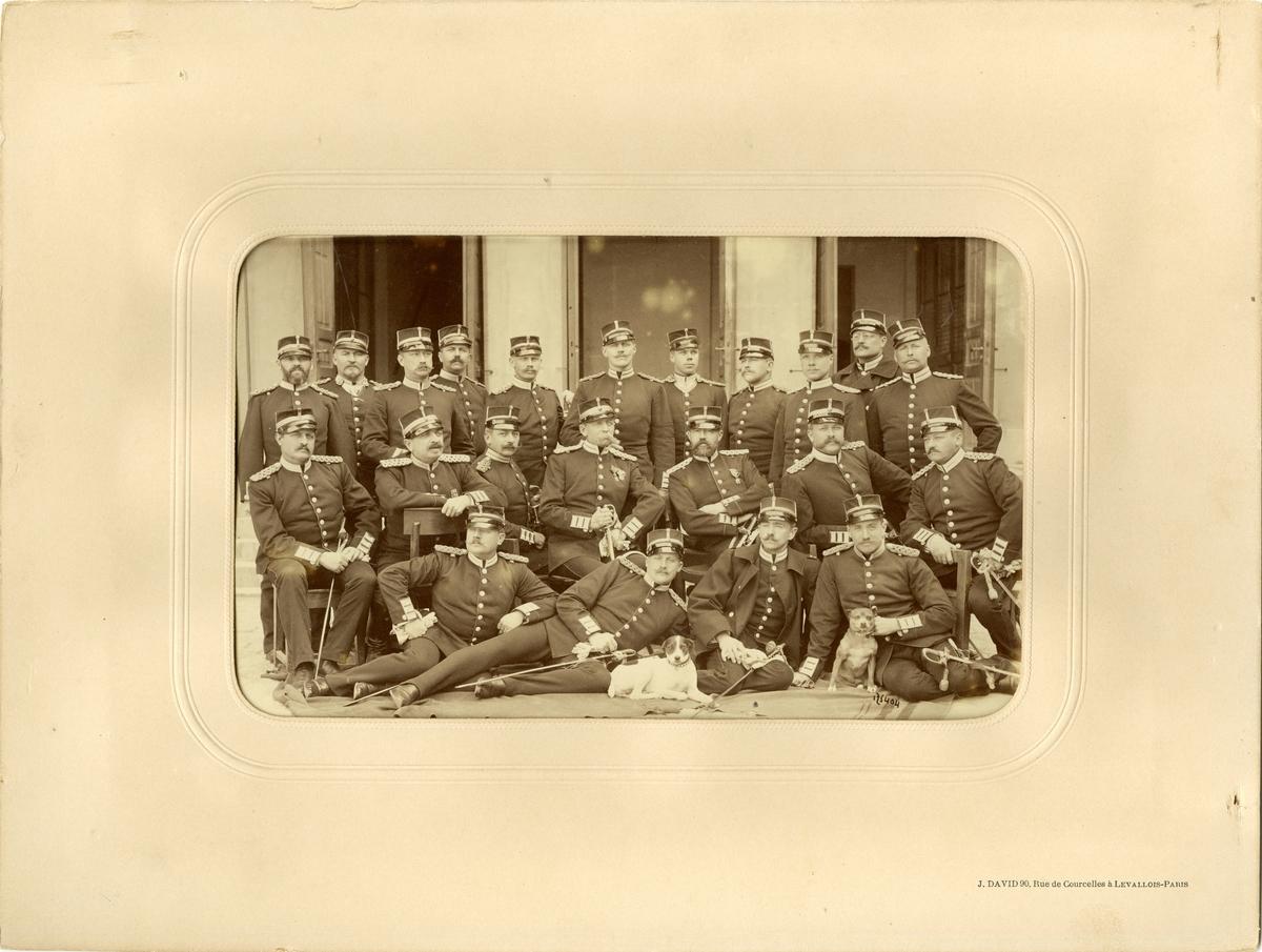 Grupporträtt av officerskåren vid Andra livgardet 1891.