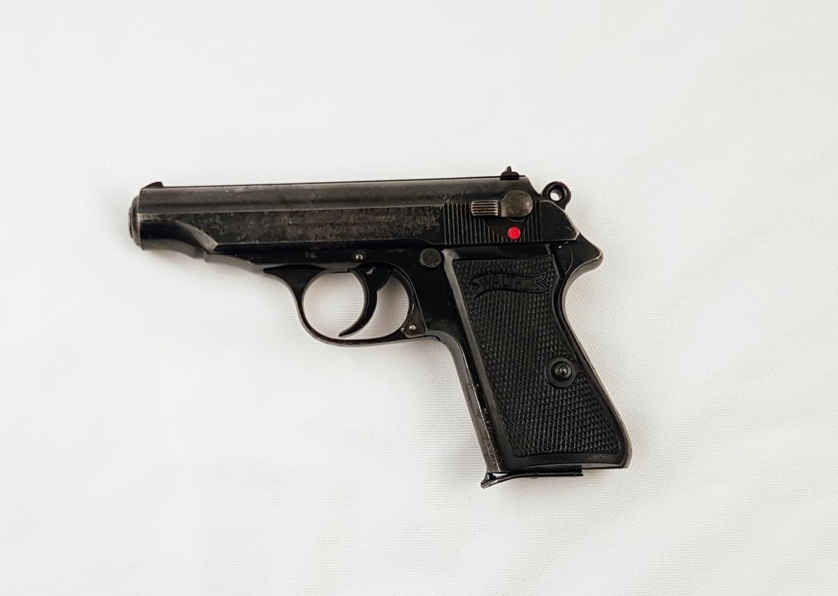 Walther PP med dobbel action avtrekker.
