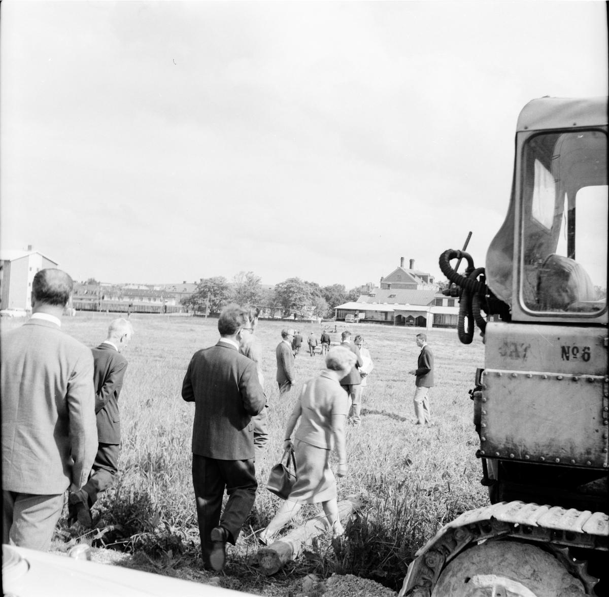 "Bollnäs, Nya gymnasieskolan, Första ""spadtaget"" 11 Juli 1966"