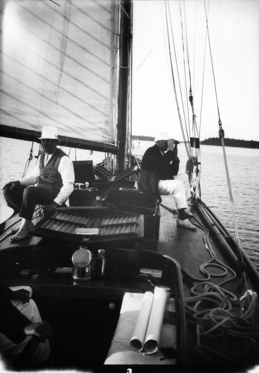 """""""Ingvor"""", grosshandlare Carl Norenberg och juvelerare Josef (Jos. A.) Johansson."""