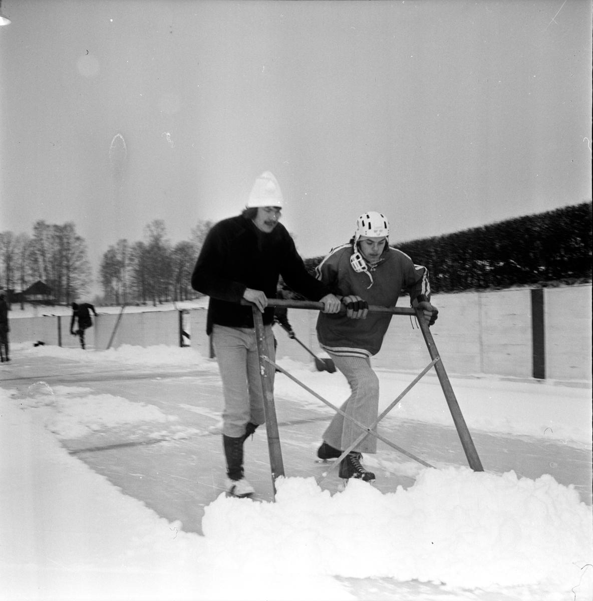 """Nytorp, """"Vi gör en ishockeybana"""" Febriari 1973"""