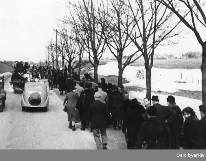 Panikkdagen 10. april etter rykter om bombing av Oslo fra britiske bombefly. Presis klokken 11.30 onsdag 10. april 1940 gikk flyalarmen. Mennesker på flukt over Kjelsås og Grefsen mot Grefsenåsen og Lillomarka.