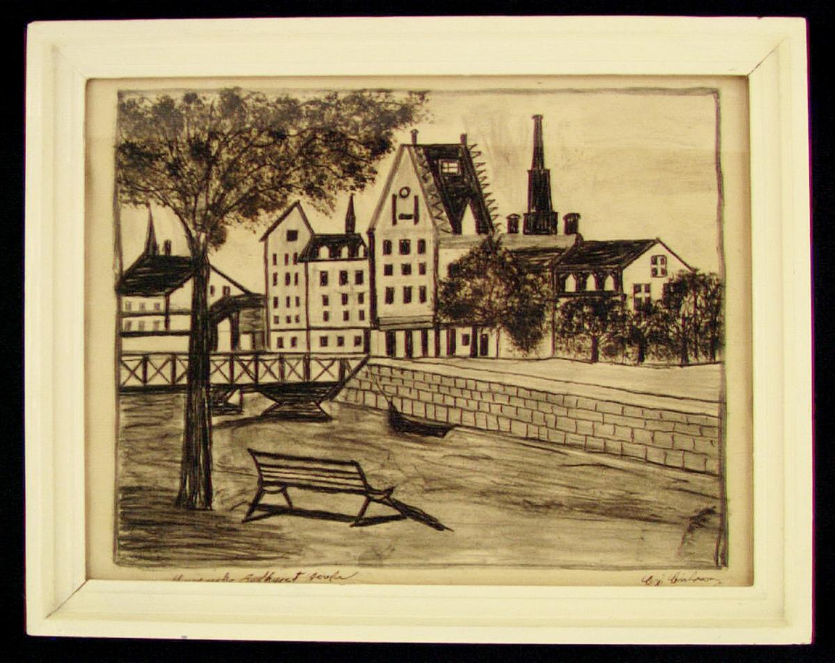 """Kolteckning av Carl Johan Carlsson """"Hofmålaren"""", Gävle. Teckningen föreställer Murénska badhuset i Gävle. Inramad i vitmålad ram. Text i nedre vänstra hörnet: """"Murénska Badhuset Gefle"""". Signerad CJ Carlsson i högra hörnet. Ramen med högsta sannolikhet ursprunglig och bemålad av """"Hofmålaren"""" som ansåg ramen som en del av verket."""
