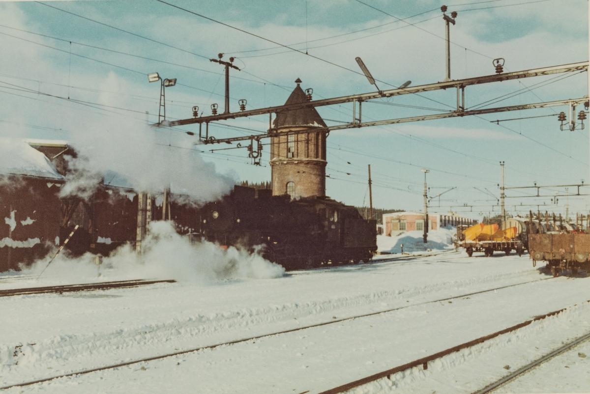 Skifting på Eina stasjon med damplokomotive type 31b 451.