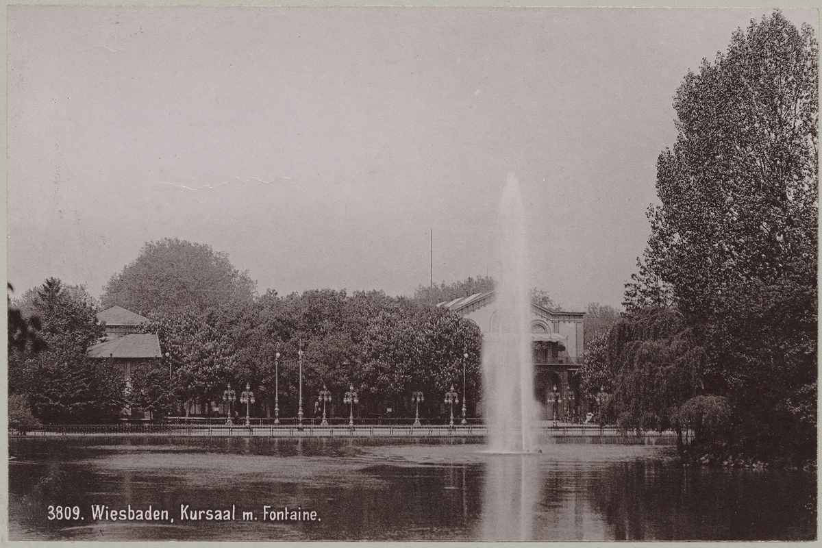 Wiesbaden, Kursaal m. Fontaine [Fotografi]