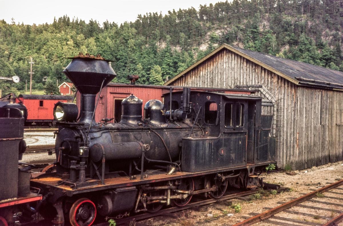 Setesdalsbanens damplokomotiv nr. 1 på driftsbanegården på Grovane.