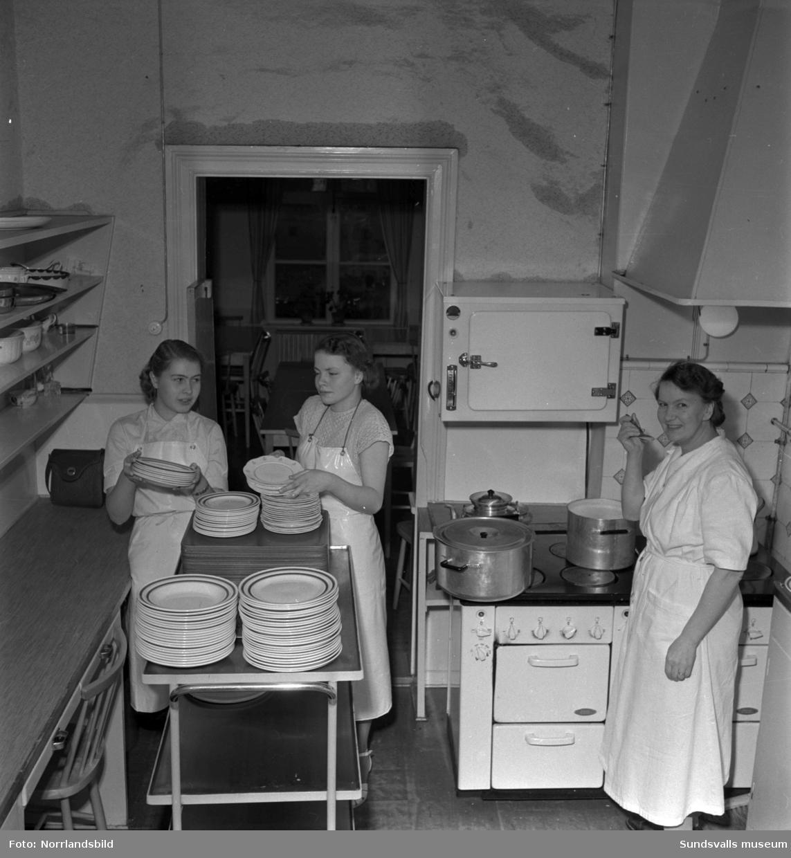 Kökspersonal vid Skönviks sågverk.