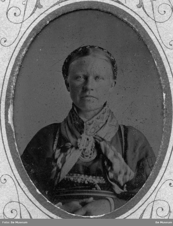 Portrett av Anlaug Kroshaug, f. i Heddal