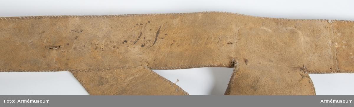 Grupp C:II. Livgehäng av sämskat läder för infanteri 1700-talets slut. Sverige (överstruken).