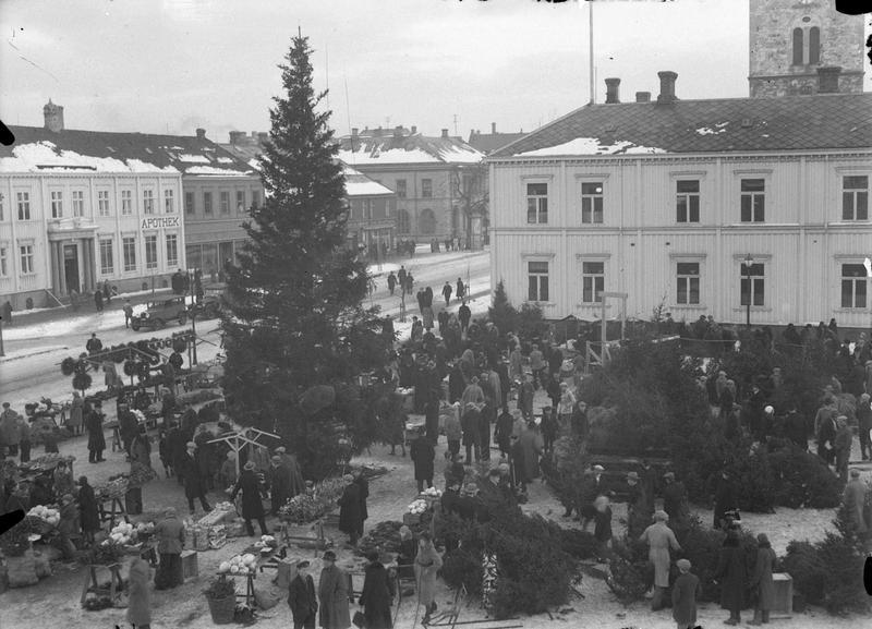 Torvet med juletre FTTF.SCH.K.010233.04