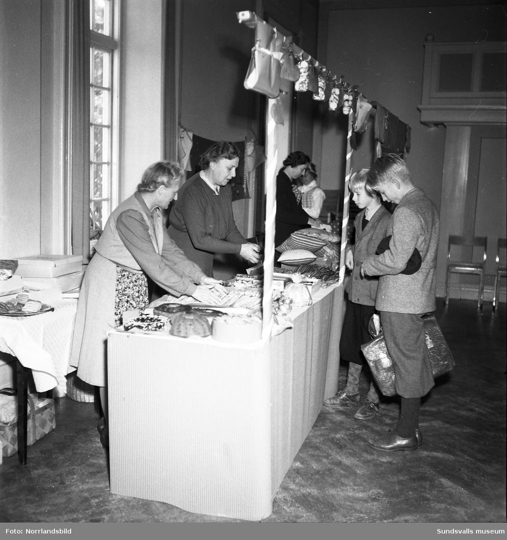 KFUK:s höstmässa i församlingshemmet, med bland annat servering av våfflor.