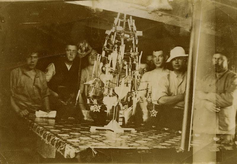 Julaften ombord i Bark 'Viva'(ex. Steinbek)(b.1884, Wm. Gray & Co., W. Hartlepool). - På tur fra Newcastle til Peru.