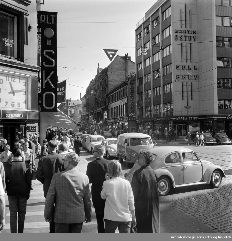 Storgata. Lørdagstrafikken. August 1965