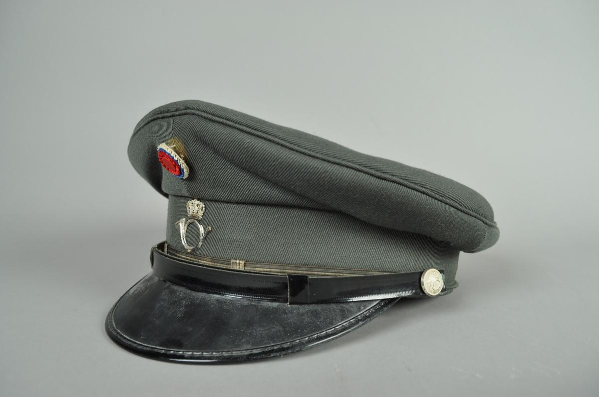 Grågrønn uniformslue i ullstoff. Størrelse 58.