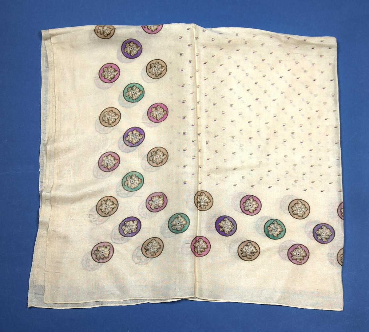 Hvitt silkesjal med trykk i farger - runde tegninger og småmønstret midtfelt.