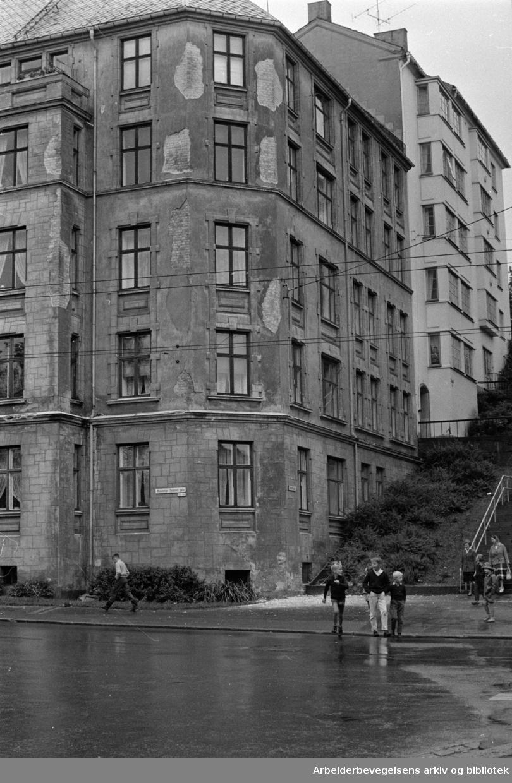 Waldemar Thranes gate 46. Murpussen faller av. Juni 1963