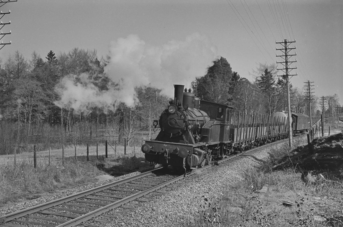"""""""Ranheimsekspressen"""", også kalt """"Ranheimskippen"""", et kipptog som ble kjørt mellom Trondheim og Ranheim. Toget trekkes av damplokomotiv type 23b nr. 460."""
