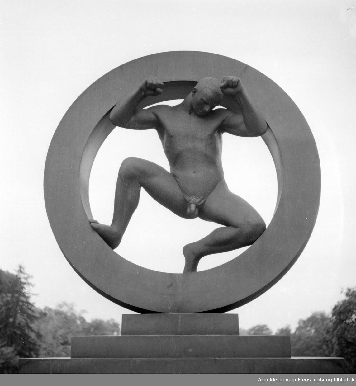 Vigelandsanlegget. Skulpturer av Gustav Vigeland. September 1960.