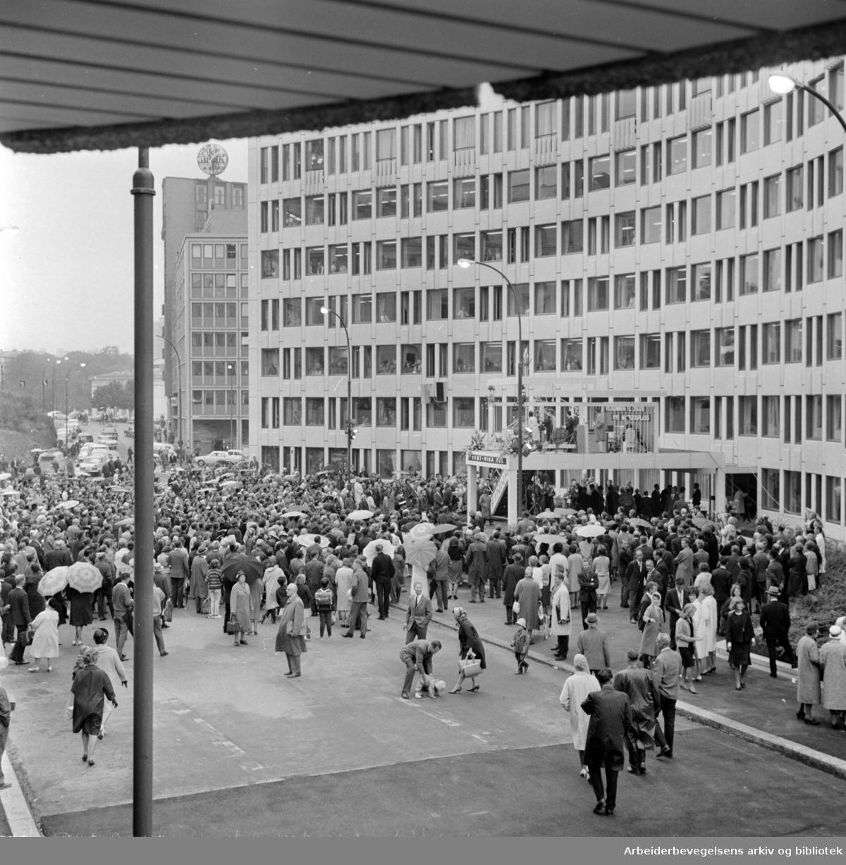 Vikaterrassen åpner. August 1964