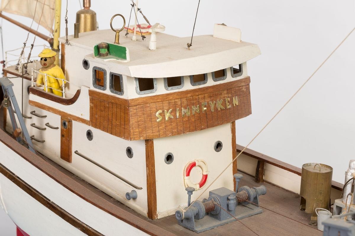 """Modell av havtråleren """"Skinnfyken"""" med registreringsnummer A-7-AS. Bækvolds produksjonsnummer 12."""