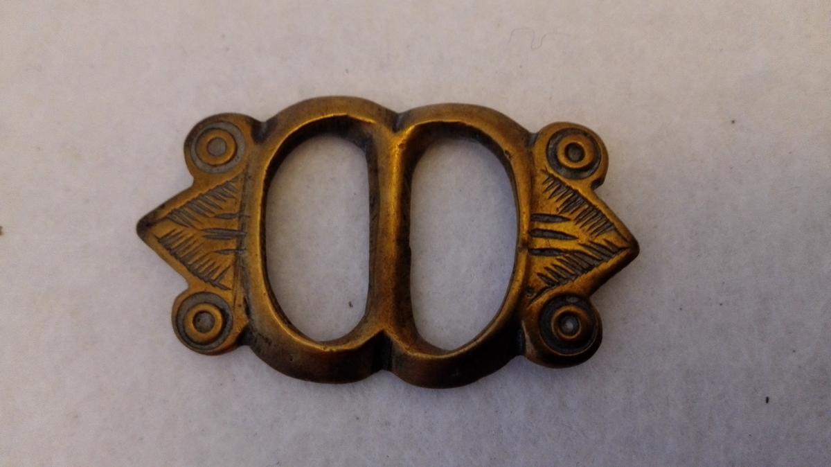 Form: Med støypte ornament