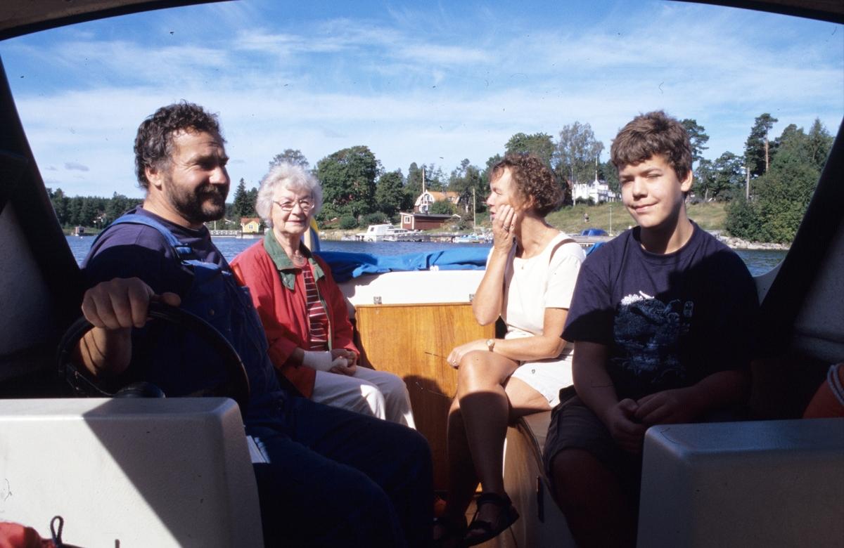 En tur imotorbåten till Oxharen, Limön