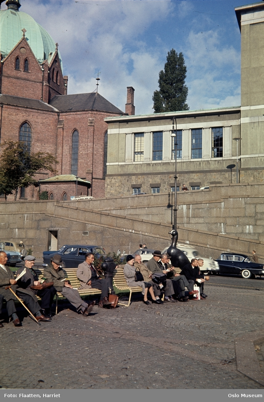 plass, benker, mennesker, skulptur, biler, Deichmanske bibliotek, Trefoldighetskirken